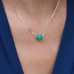 Collier en argent pierre aigue-marine - femme chemise bleue