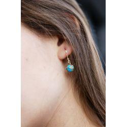 Boucles d'oreilles plaqué or Turquoise africaine - porté