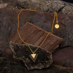 Collier ethnique plaqué or et bois triangulaire