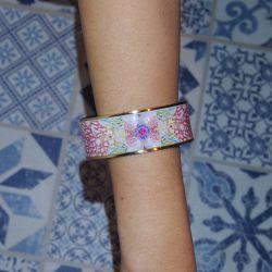 Bracelet cerclé plaqué or émaillé