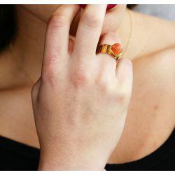 Bague réglable plaqué or Œil de chat orange - portée