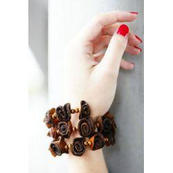 Bracelet multirangs fleurs peau d'orange femme - porté