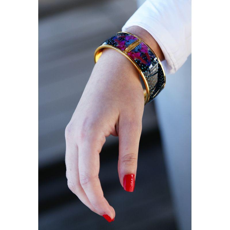 Bracelet émaillé bleu - porté_femme_Flor Amazona