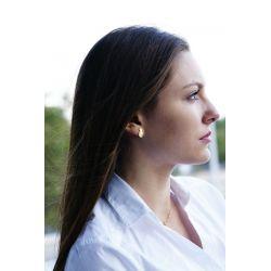 Boucles d'oreilles plaqué or Ananas - femme avec haut blanc