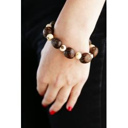 Bracelet graine asahi marron et Ivoire végétal blanche femme - porté