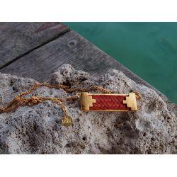 Collier ethnique plaqué or orange avec décor pierre et mer des Caraïbes