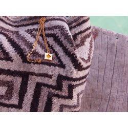 Collier ethnique plaqué or Achote avec décor sac mochila