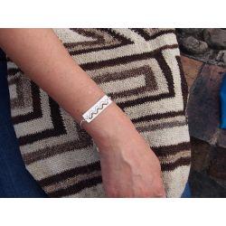 Bracelet ethnique plaqué argent Watis avec sac mochila