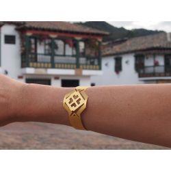 Bracelet ethnique plaqué or Fleur de cocorilla sur fond village colonial colombien