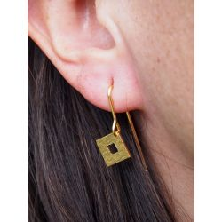 Boucles d'oreilles ethniques plaqué or Ojitos de Santa Lucia portées