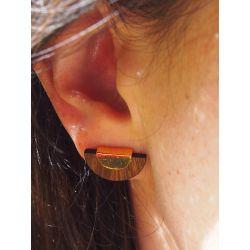 Boucles d'oreilles ethniques plaqué or et bois Marakta portées